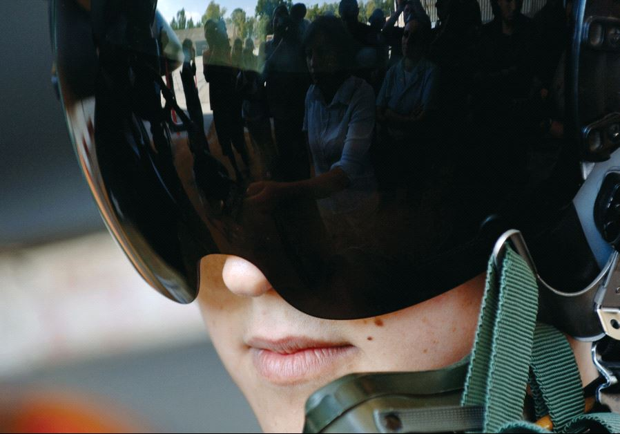 A female air force pilot at the Hatzor base in 2006. Credit: Reuters