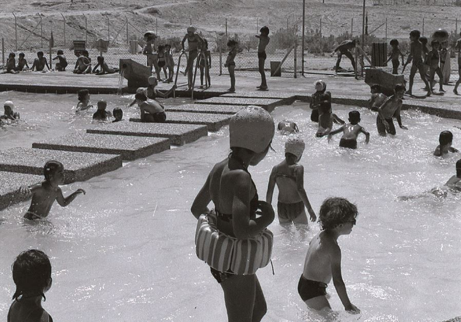 The Mitzpe Ramon swimming pool, 1976. Credit: Boris Carmi/Meitar Collection