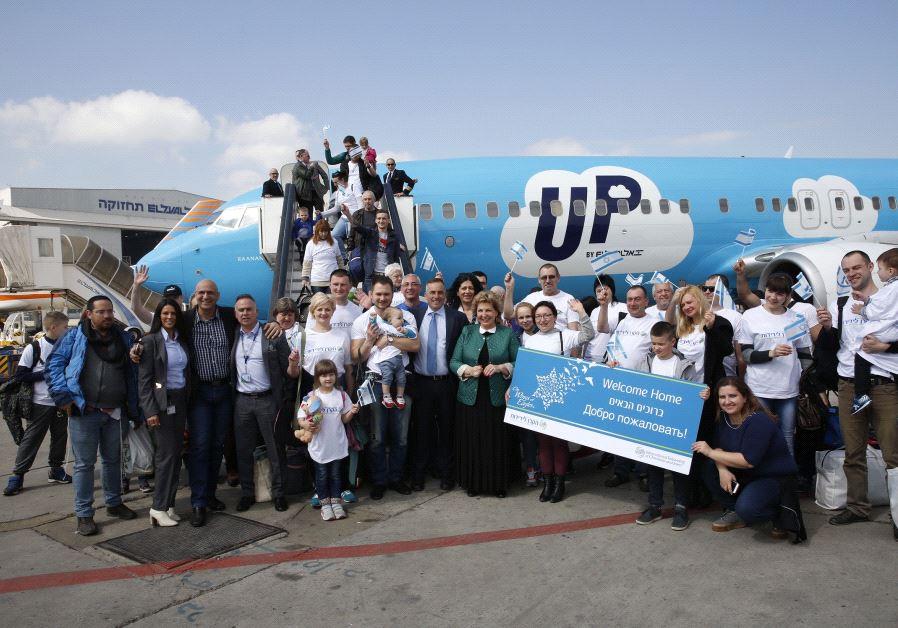 Ukrainian immigrants arrive in Israel (OLIVIA FITUSSI)