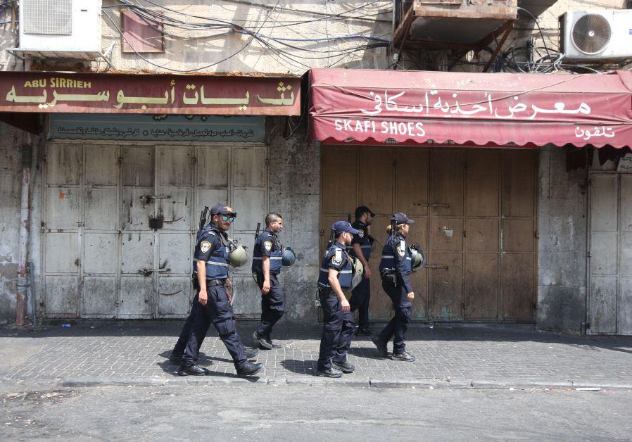 Police patrol Sultan Sulivan Road, Jerusalem, as security forces brace for disorder, July 21, 2017. (Marc Israel Sellem)