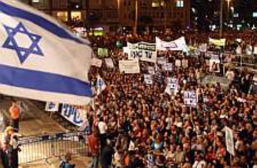 a crowd of Israelis (photo credit: Ariel Jerozolimski  [file])
