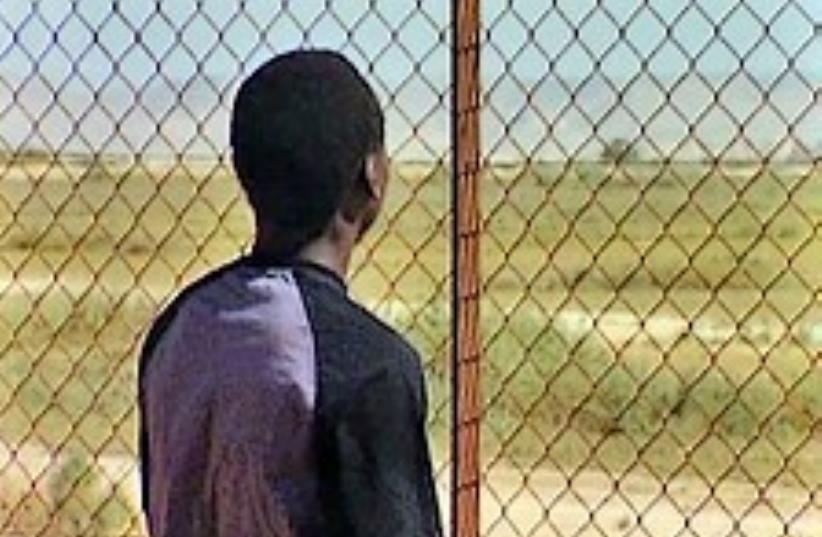 refugee at border 224.88 (photo credit: Channel 10)