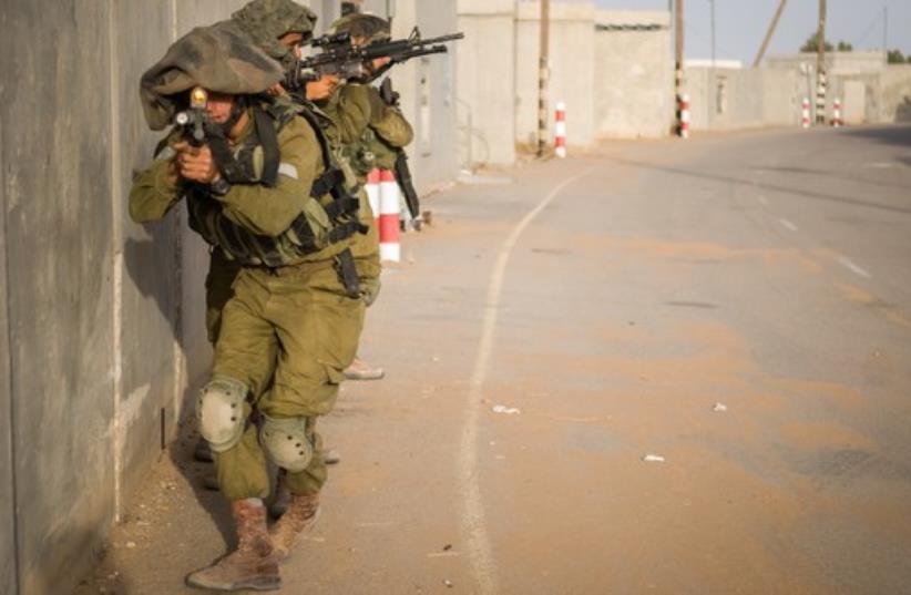 IDF near Gaza strip (photo credit: IDF SPOKESMAN'S OFFICE)
