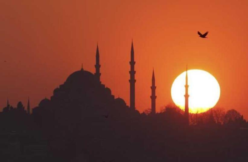 The sun sets over the Ottoman-era Suleymaniye mosque in Istanbul (photo credit: REUTERS)