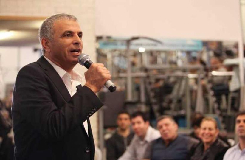 Kulanu chief Moshe Kahlon speaks to voters during a campaign stop (photo credit: FACEBOOK)
