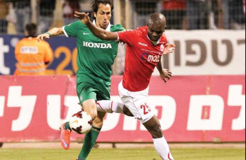 Maccabi Haifa Yossi Benayoun (left) (photo credit: DANNY MARON)