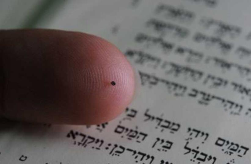 """Nano Bible,"" the world's smallest bible (photo credit: TECHNION)"