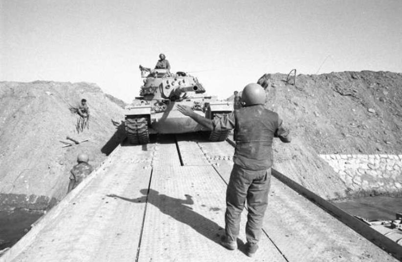 IDF tanks cross the Suez Canal (photo credit: Wikimedia Commons)