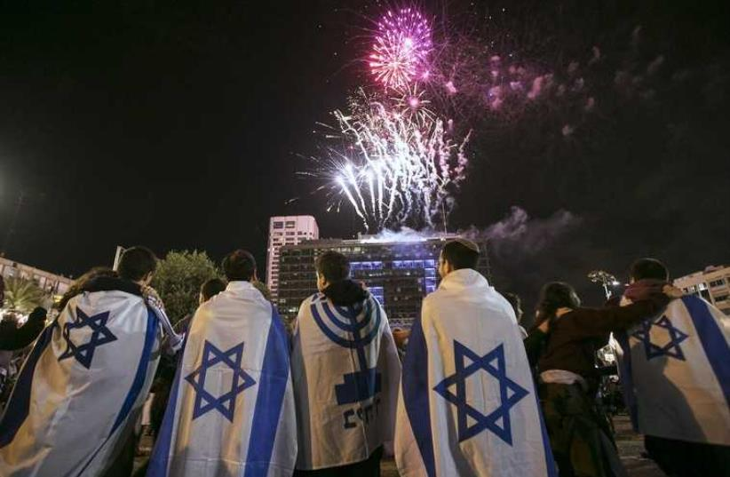People celebrate Independence Day in Tel Aviv, April 22, 2015 (photo credit: REUTERS)
