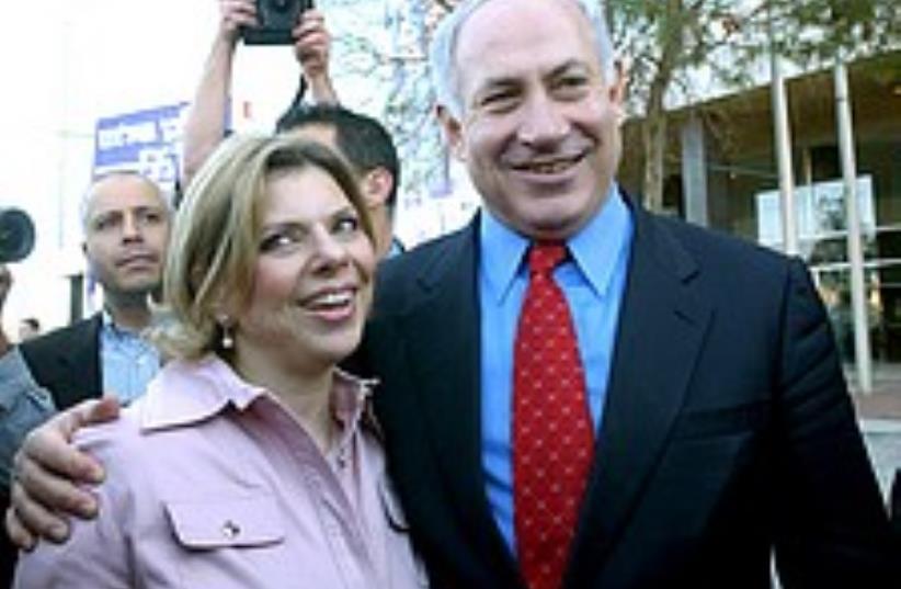 Netanyahu and wife check caption 248.88 (photo credit: Ariel Jerozolimski )