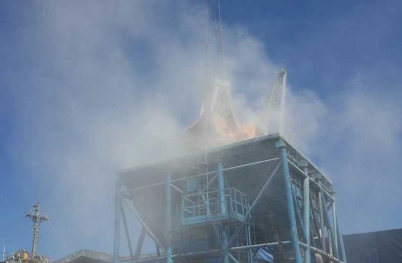A cloud of dust during unloading at the Haifa port (photo credit: AYA HECHT/ENVIRONMENTAL PROTECTION MINISTRY)