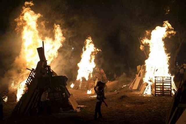A bonfire during Lag Ba'omer festivities in Bnei Brak  (photo credit: REUTERS)
