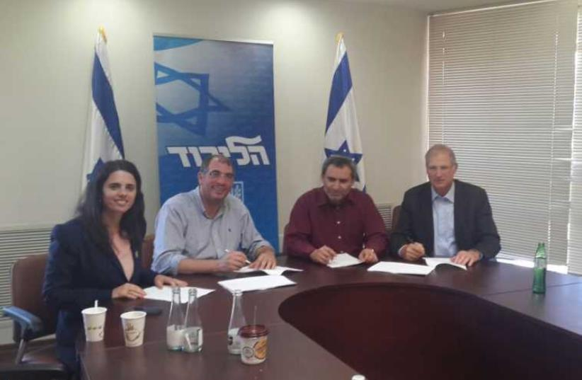 Likud and Bayit Yehudi sign coalition agreement (photo credit: BAYIT YEHUDI)