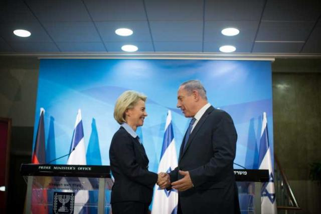 PM Netanyahu and German Defence Minister (photo credit: TALI MAYER)