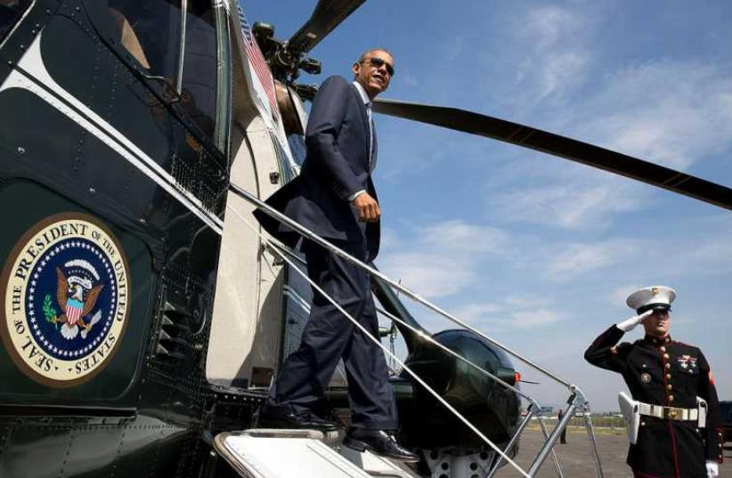 President Barack Obama disembarks Marine One at the Brackett Field landing zone in San Dimas, California (photo credit: OFFICIAL WHITE HOUSE PHOTO / PETE SOUZA)