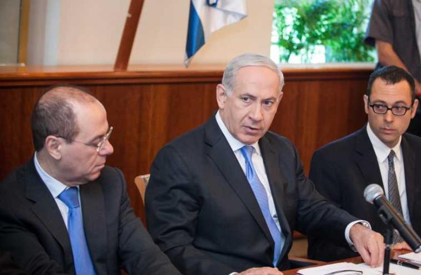 Prime Minister Benjamin Netanyahu (center) and Likud's Silvan Shalom [File] (photo credit: MARC ISRAEL SELLEM/THE JERUSALEM POST)