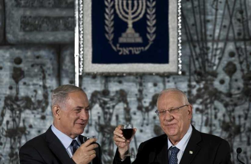 President Rivlin toasts with Prime Minister Netanyahu before a group photo with new government, in Jerusalem (photo credit: REUTERS)