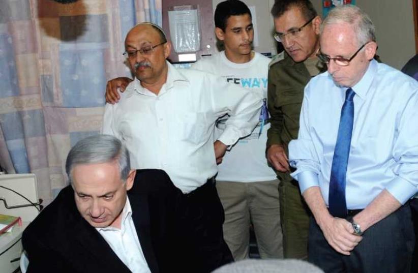 Netanyahu at Soroka medical center (photo credit: Courtesy)