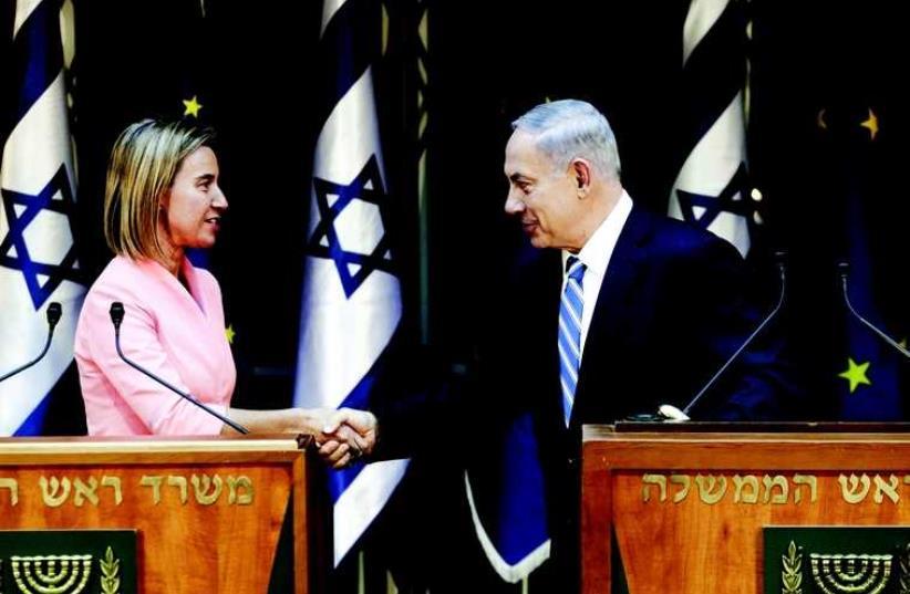 Federica Mogherini et Benjamin Netanyahou (photo credit: REUTERS)