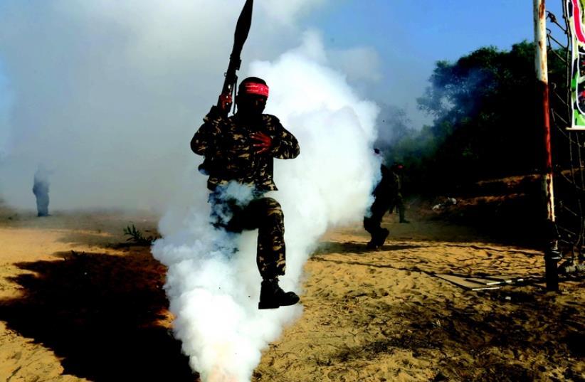 Les factions palestiniennes à l'entraînement (photo credit: REUTERS)