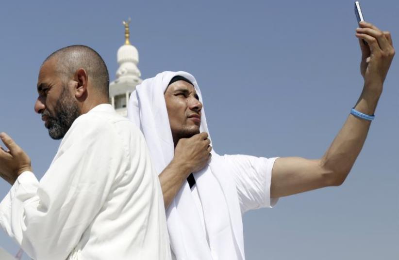 Man takes a selfie in Meeca, Saudi Arabia (photo credit: REUTERS)