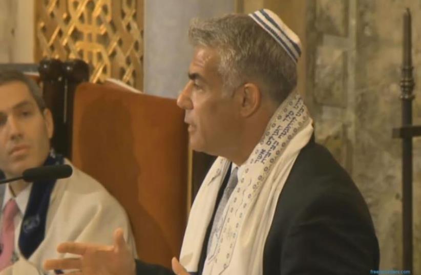 Yair Lapid addressing Manhattan's Park Avenue Synagogue. (photo credit: Courtesy)