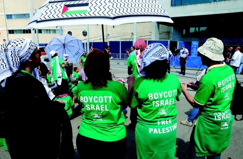 Des militants du BDS en action (photo credit: REUTERS)