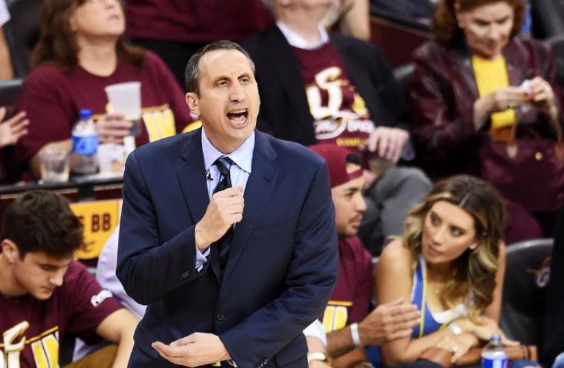 David Blatt of the Cleveland Cavaliers (photo credit: JASON MILLER / GETTY IMAGES NORTH AMERICA / AFP)