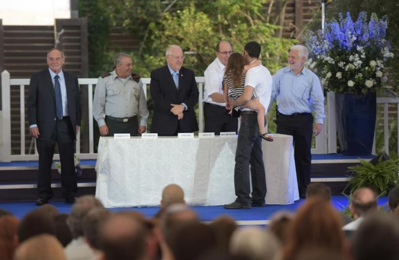 DEFENSE MINISTER Moshe Ya'alon shakes hands with an honoree at Tuesday's ceremony (photo credit: IDF SPOKESMAN'S OFFICE)