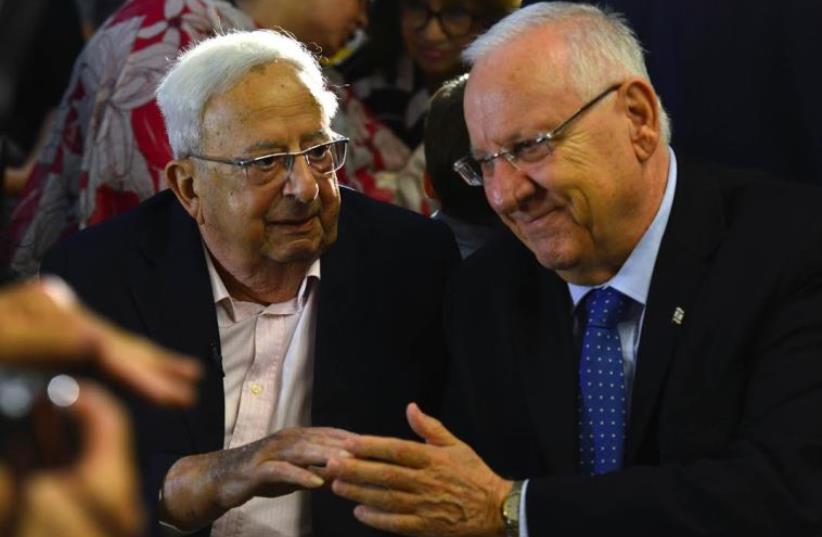 Reuven Rivlin and Yitzhak Navon (photo credit: KOBI GIDEON/GPO)