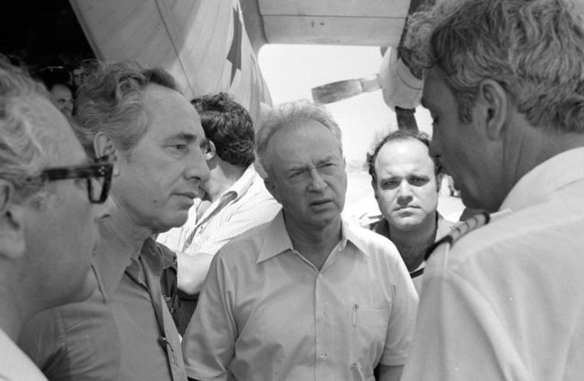 Then-prime minister Yitzhak Rabin (C) and then-defense minister Shimon Peres (2nd L) greet hostages rescued from Entebbe back in Israel (photo credit: IDF SPOKESMAN'S OFFICE/URI HERTZL TZHIK/IDF ARCHIV)