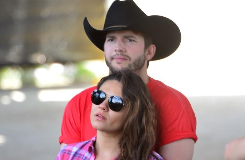 Mila Kunis and Ashton Kutcher  (photo credit: FRAZER HARRISON / GETTY IMAGES NORTH AMERICA / AFP)