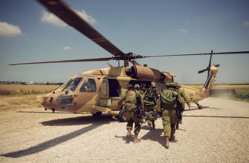 IDF soldiers in the Paratrooper Brigades take part in an evacuation drill (photo credit: IDF SPOKESPERSON'S UNIT)