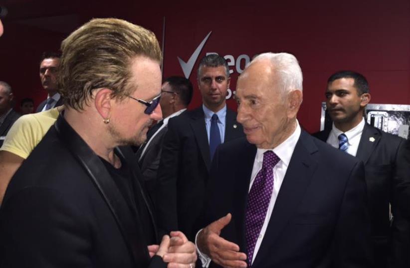 Former President Shimon Peres meets Bono (photo credit: SHIMON PERES SPOKESMAN)