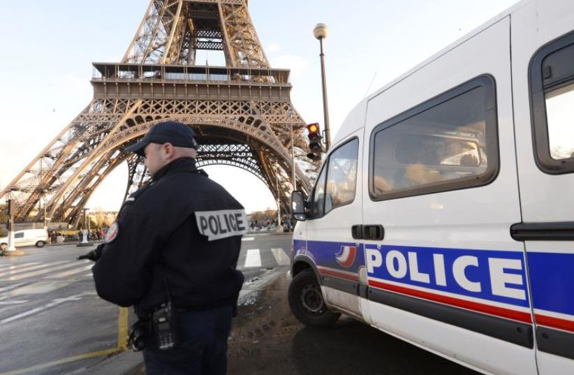 French police stationed near Eifel Tower (photo credit: BERTRAND GUAY / AFP)