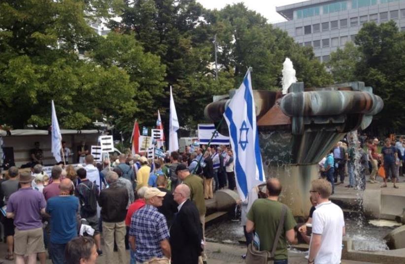 Pro-Israel rally against al-Quds day in Berlin, July 11, 2015. (photo credit: CAROLA BASELER)