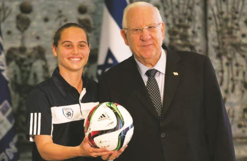 Israel U19 captain Shai Pearl and President Reuven Rivlin (photo credit: Courtesy)