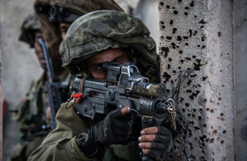 The Givati Brigade's Tzabar Battalion practices complex maneuvers in an urban warfare environment (photo credit: IDF SPOKESPERSON'S UNIT)