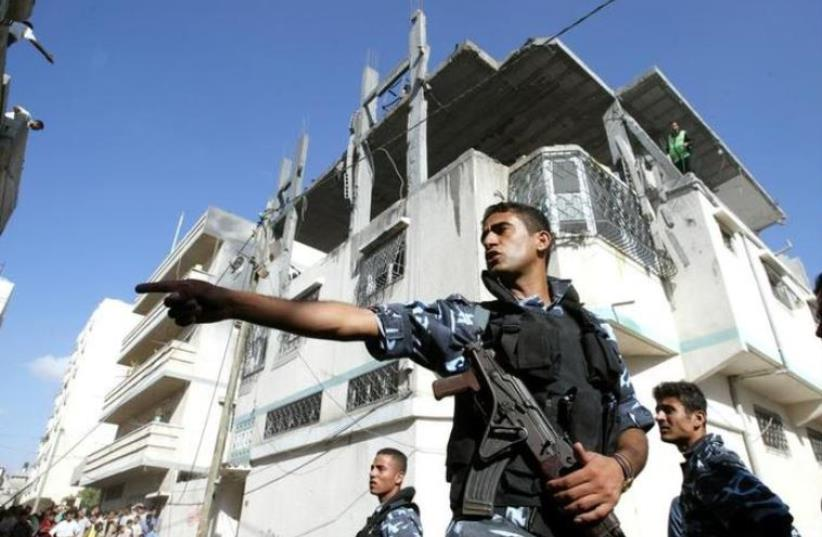 Palestinian policeman  (photo credit: REUTERS)