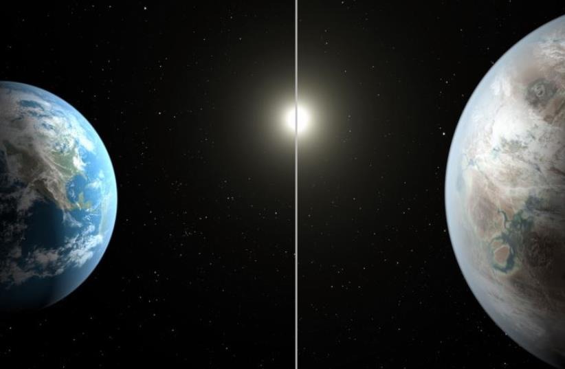 This NASA artist's concept obtained July 23, 2015 compares Earth (left) to the new planet, called Kepler-452b, which is about 60% larger in diameter.  (photo credit: AFP PHOTO HANDOUT-NASA/JPL-CALTECH/T.PYLE)