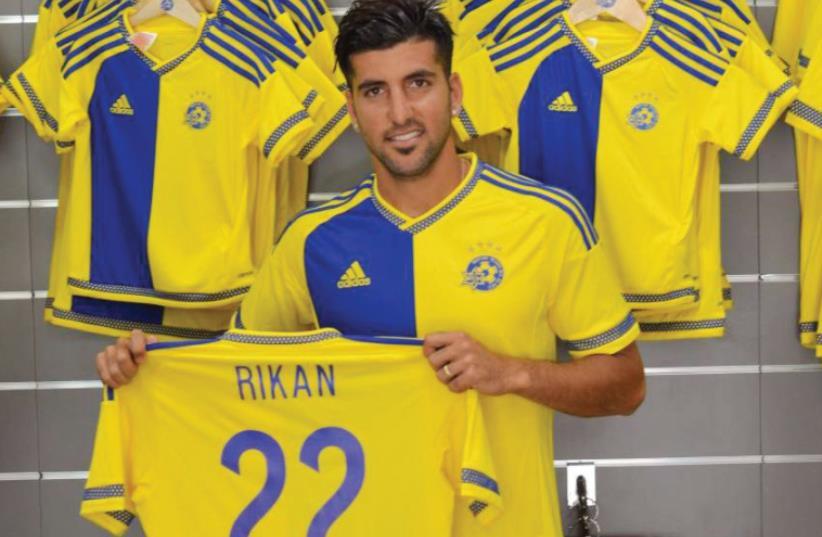 Maccabi Tel Av iv made its second signing of the summer yesterday, bringing in midfielder Avi Rikan. (photo credit: MACCABI TEL AVIV WEBSITE)