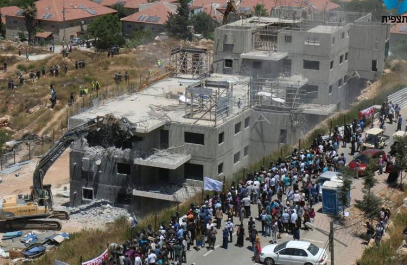 Confrontations in Beit El (photo credit: HILLEL MEIR/TAZPIT)