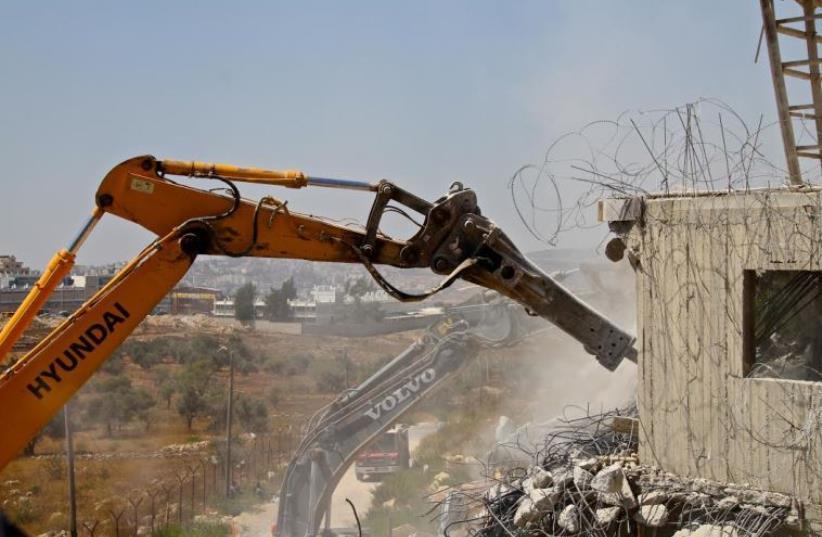 Destruction of building in Beit El settlement, July 29, 2015  (photo credit: TOVAH LAZAROFF)