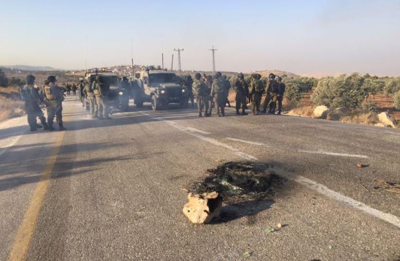Riots close highway 458 (photo credit: SETH J. FRANTZMAN)