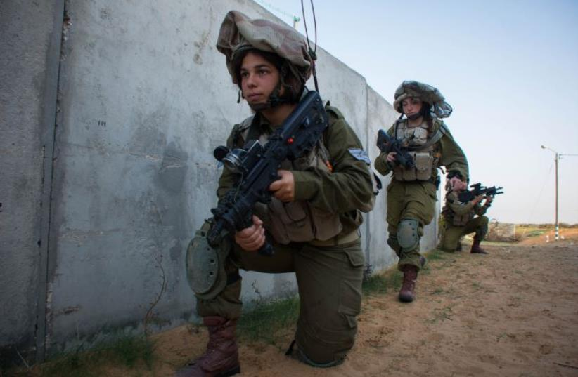 IDF soldiers in the co-ed Caracal Battalion (photo credit: IDF SPOKESPERSON'S UNIT)