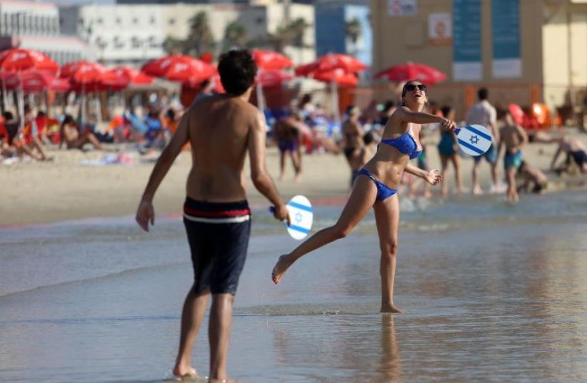 General view of Tel Aviv beach (photo credit: MARC ISRAEL SELLEM/THE JERUSALEM POST)