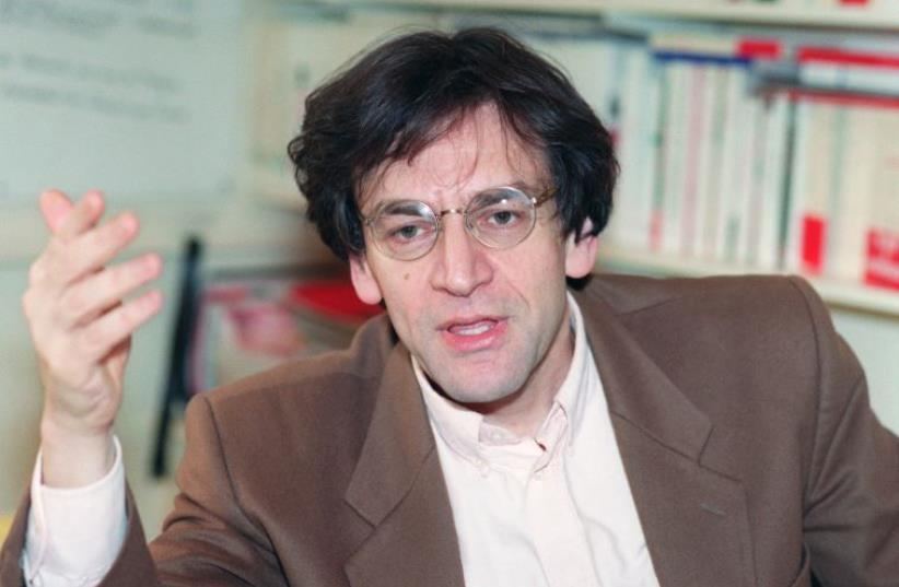 Portrait of philosopher Alain Finkelkraut taken 07 January 1992 in Paris. (photo credit: MATHILDE DE L'ECOTAIS / AFP)