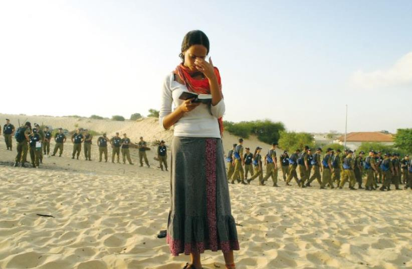 A woman prays during the evacuation of Gush Katif in 2005. (photo credit: ILLUSTRATIVE/RONEN ZVULUN/REUTERS)
