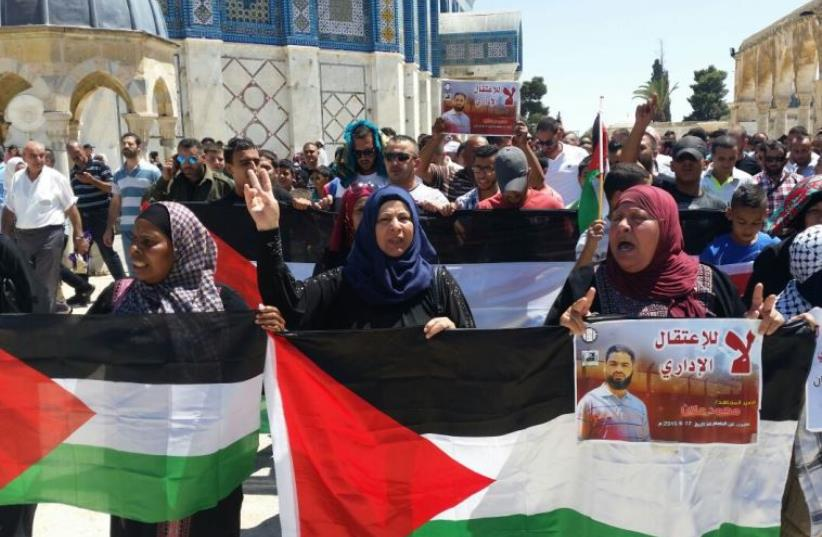 Protest on Temple Mount calling for release of hunger striking Palestinian prisoner Muhammad Allan (photo credit: SHLOMO MOR)