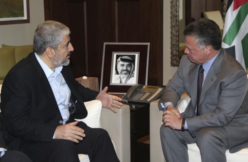 Hamas political bureau chief Khaled Mashaal (L) meets with Jordan's King Abdullah in Amman (photo credit: REUTERS)